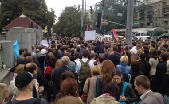 Под Минобороны активисты требуют подкрепления для Иловайска (ОНЛАЙН)