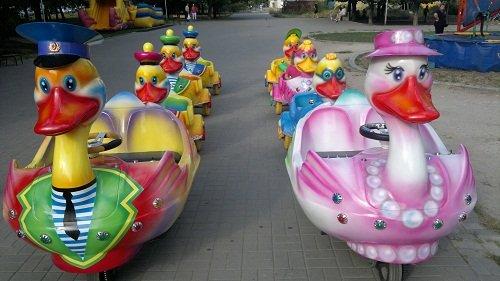 С 1 мая маленькие жители Днепропетровска смогут посетить карусели без затрат