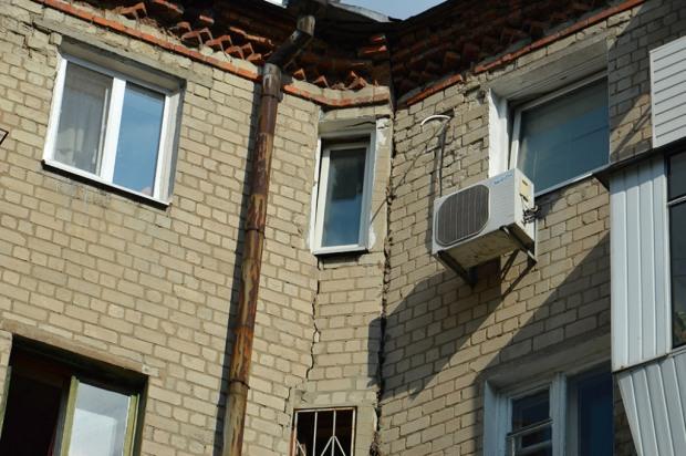 Из жилого дома в Днепре на время выселили часть жителей из-за угрозы обрушения