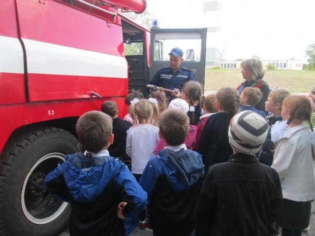 На Днепропетровщине школьникам провели экскурсию в пожарной части