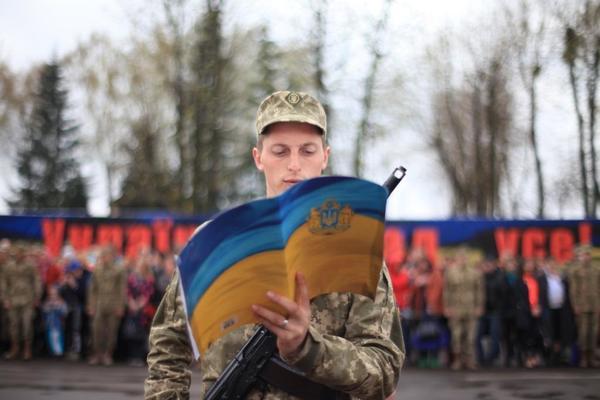 В военкоматах области ожидают около тысячи человек