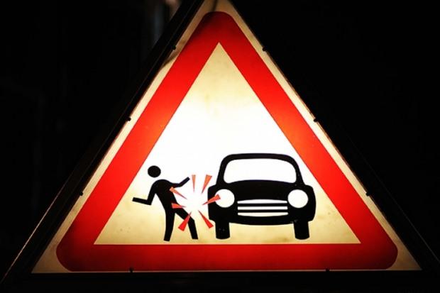 В Кривом Роге возле пешеходного перехода погибла 26-летняя девушка