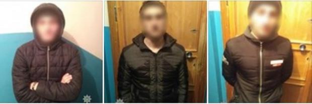 В Днепре задержали троих с отмычками, которые в 02:00 зашли в подъезд «погреться»