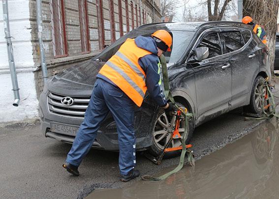 «Паркувальна» інспекція Дніпра перевіряє розташування автівок біля лікарень