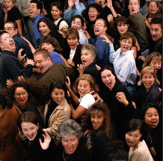Сотни людей были эвакуированы из-за мести и любопытства безработных