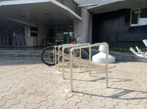 Возле горсовета Днепра появилась велопарковка
