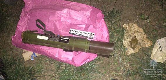 Мужчина  носил в пакете ручной гранатомет и гранату