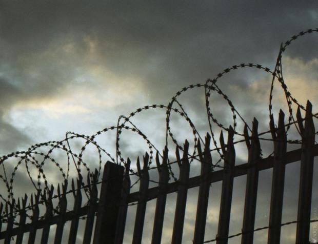 В Днепре приговорили рецидивиста за избиение полицейского на вокзале