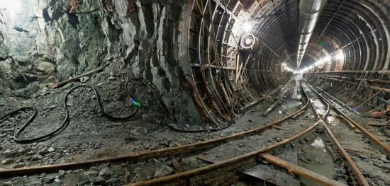 Порошенко предлагает достроить метро в Днепропетровске в кредит