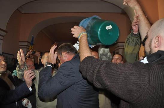 Днепропетровские активисты выдвинули прокурору области ультиматум