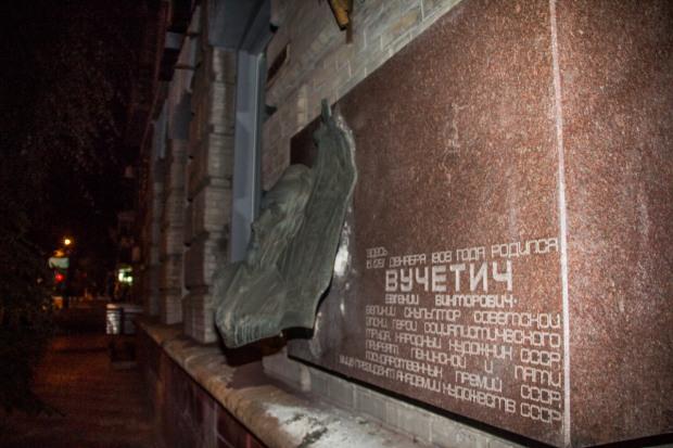 В Днепре ночью пытались украсть ещё один бронзовый барельеф