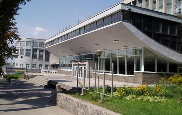 ВУЗ Днепропетровщины потратил лишних полмиллиона гривен