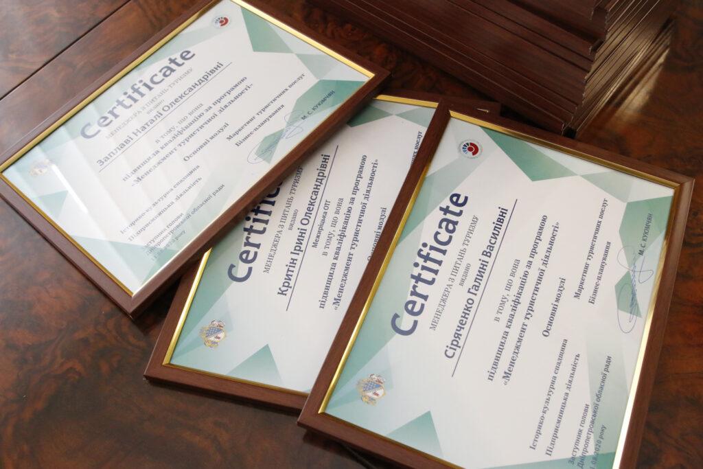 Представники громад Дніпропетровщини отримали сертифікати менеджерів з питань туризму