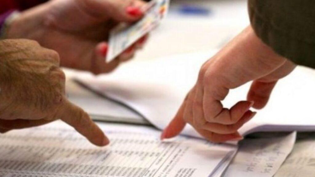 Місцеві вибори-2020: українці не поспішають змінювати місце голосування