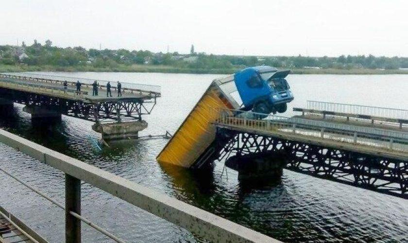 На Дніпропетровщині в селі Олексіївка розпочали ремонт зруйнованого мосту (фото)