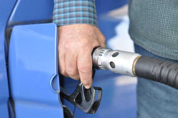 За місяць обсяги продажу бензину, дизпалива та автогазу дещо знизилися