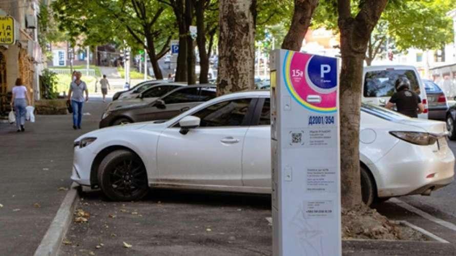 За платні парковки у Дніпрі голосували депутати із «союзу Філатова та Медведчука»