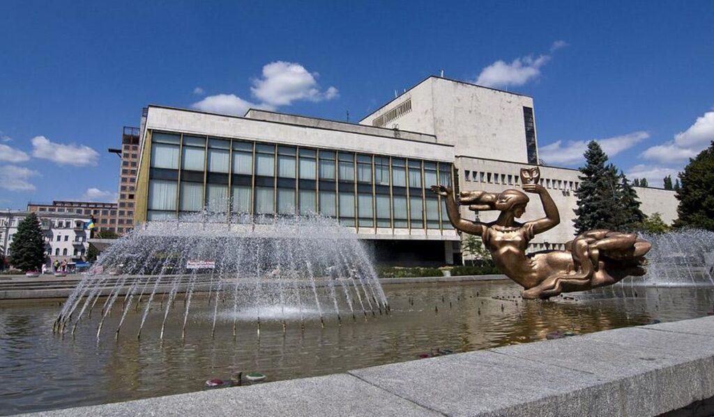 Театр Дніпра переніс відкриття сезону через COVID-19