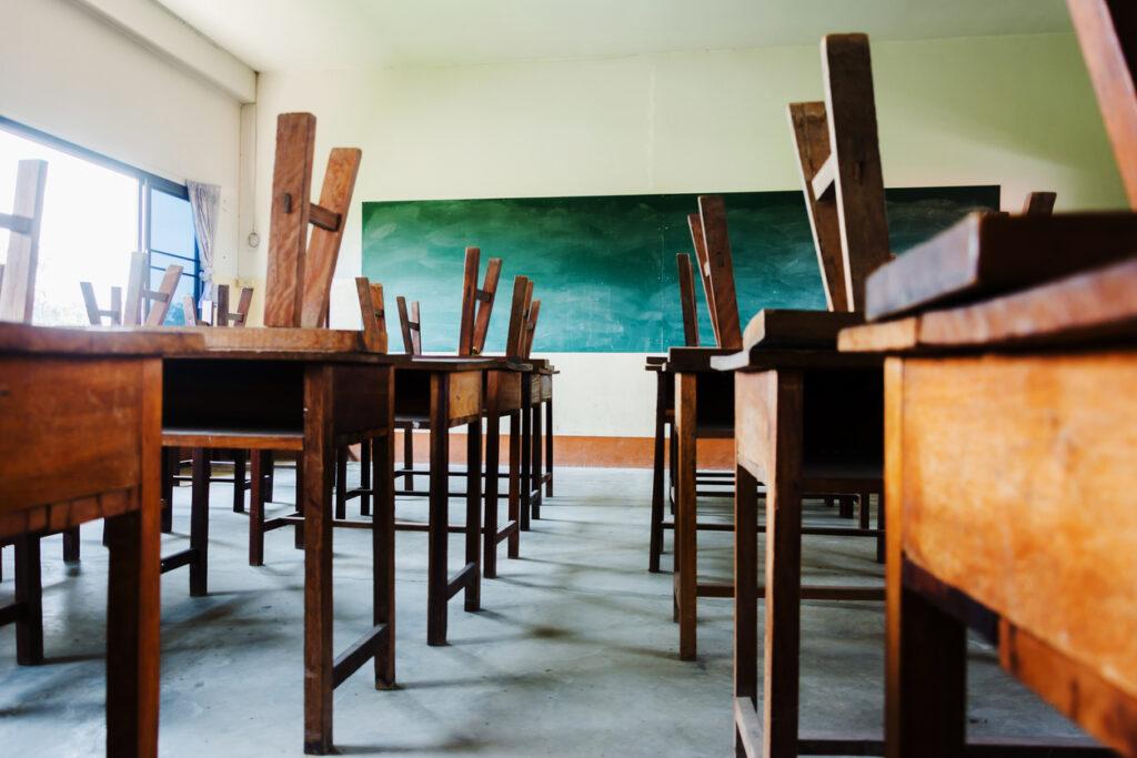 Дистанційка та самоізоляція: хто встановлює правила у школах Дніпра