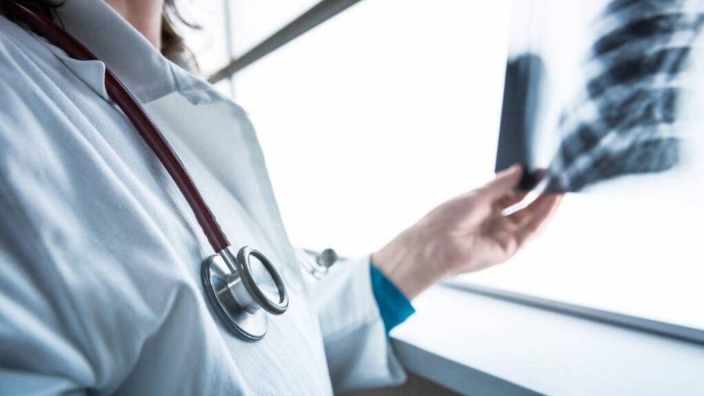 «Доведеться лікарню повністю перевести у центр допомоги інфікованим коронавірусом», — Риженко