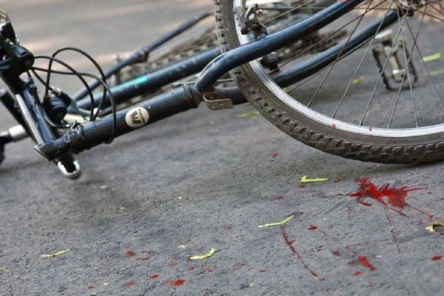 «Зате щось роблять»: у Дніпрі зробили доріжку для «велосипедистів-смертників»