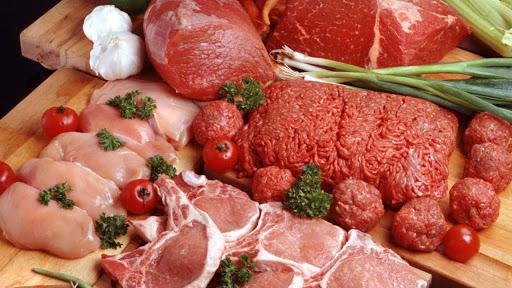 На Дніпропетровщині підприємець постачав у дитсадки та школи м'ясо за завищеними цінами