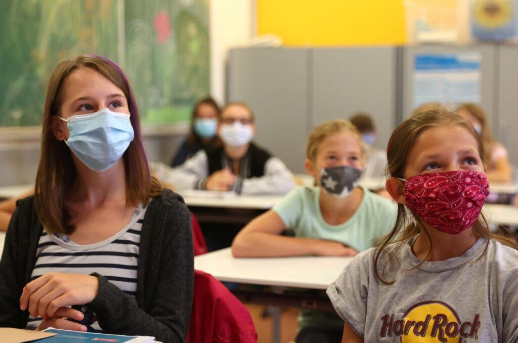 На Дніпропетровщині більше півтисячі дітлахів та освітян захворіли на COVID-19
