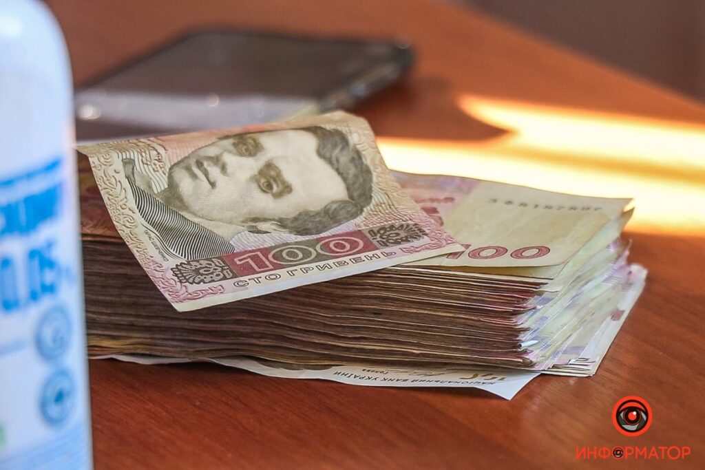 Жителям Єлизаветівки роздали 3 кілограми грошей в рамках експерименту з криптовалютою (фото, відео)