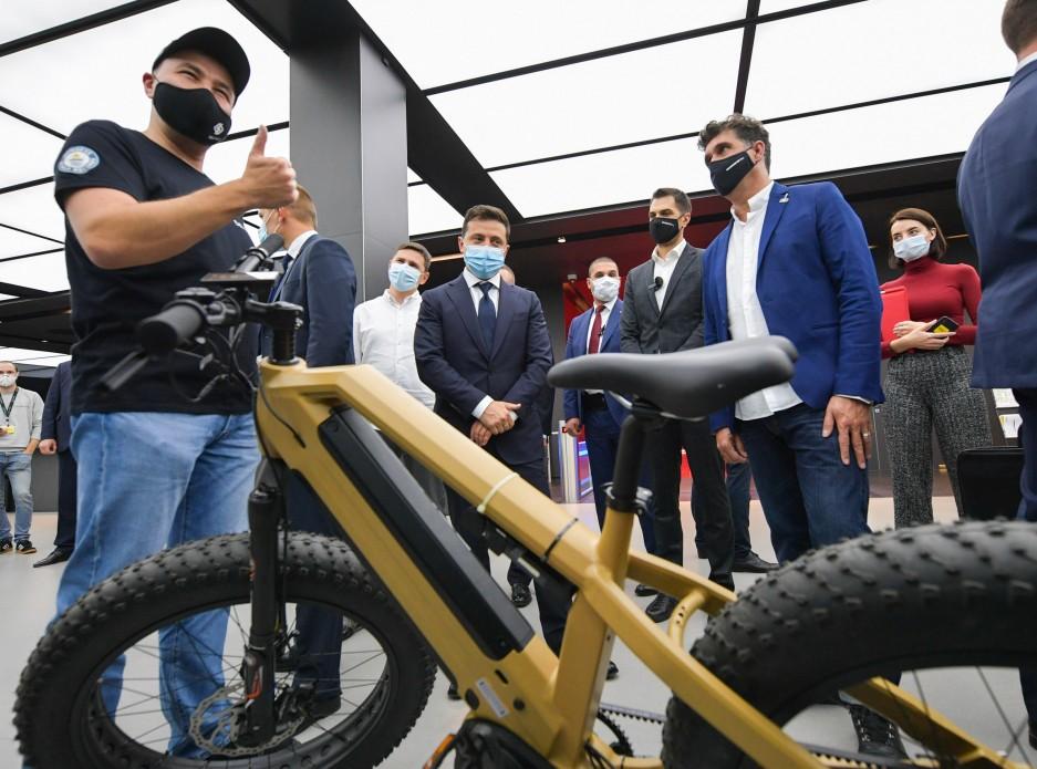 Зеленському презентували стартапи в інноваційному парку (фото)
