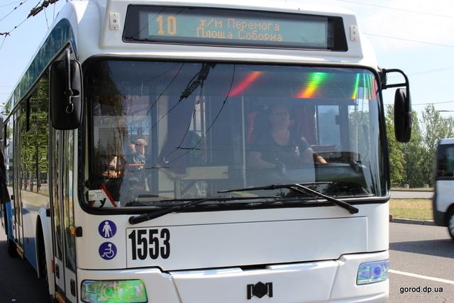 У Дніпрі патрульна поліція перевіряла, як водії та пасажири дотримуються карантинних обмежень в тролейбусах