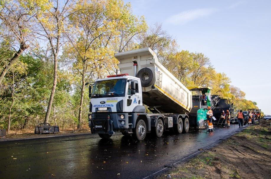 На Дніпропетровщині вже повністю оновили 7 кілометрів траси Знам'янка-Луганськ-Ізварине
