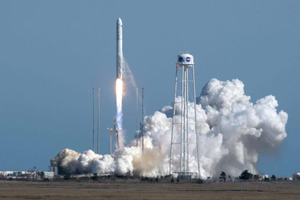 Святослав Олійник привітав колектив КБ «Південне» із успішним запуском ракети-носія «Антарес»