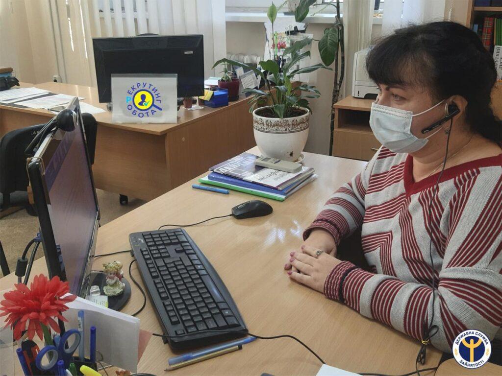 Дніпровський центр зайнятості працевлаштовує безробітних за допомогою online ярмарків вакансій