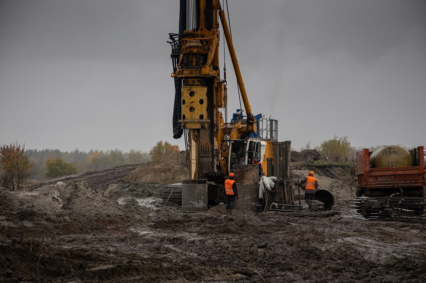 На Дніпропетровщині будують новий міст через канал Дніпро-Донбас