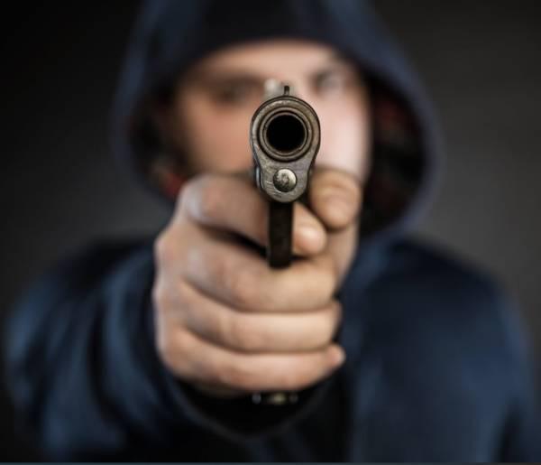 Не пропустив на «зебрі»: у Дніпрі чоловік влаштував стрілянину по автівці