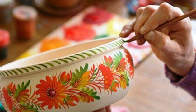100 робіт народного художника Пікуша можна побачити на експозиції «За диво-квіткою»