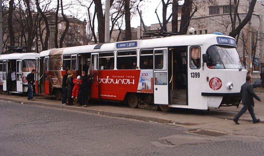 Змінили рух: завтра трамваї в центрі Дніпра працюватимуть за іншим маршрутом