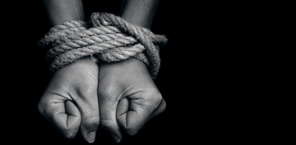 Мешканцям Дніпропетровщини нагадали, куди повідомляти про випадки торгівлі людьми