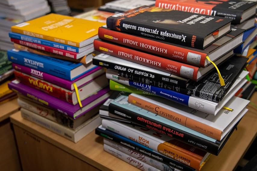 Дніпропетровська обласна наукова бібліотека отримала понад 870 нових книжок