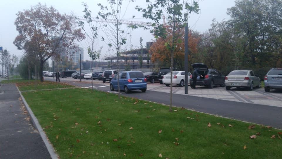 У Дніпрі новий бульвар на Набережній Перемоги перетворили на парковку: фото