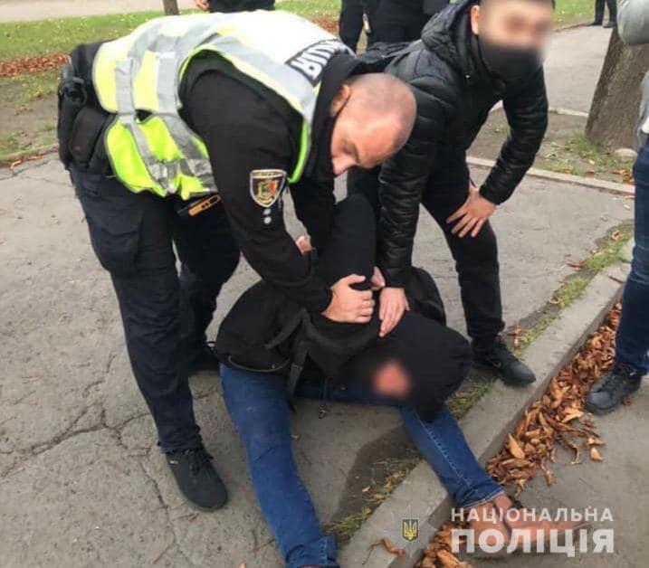 За підозрою у вбивстві двох людей поліція Кривого Рогу затримала 37-річного чоловіка (фото)