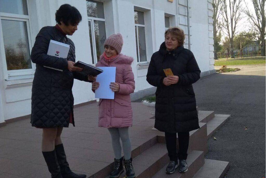 Обласний літературний челендж: школярка з Новомосковська здобула перемогу