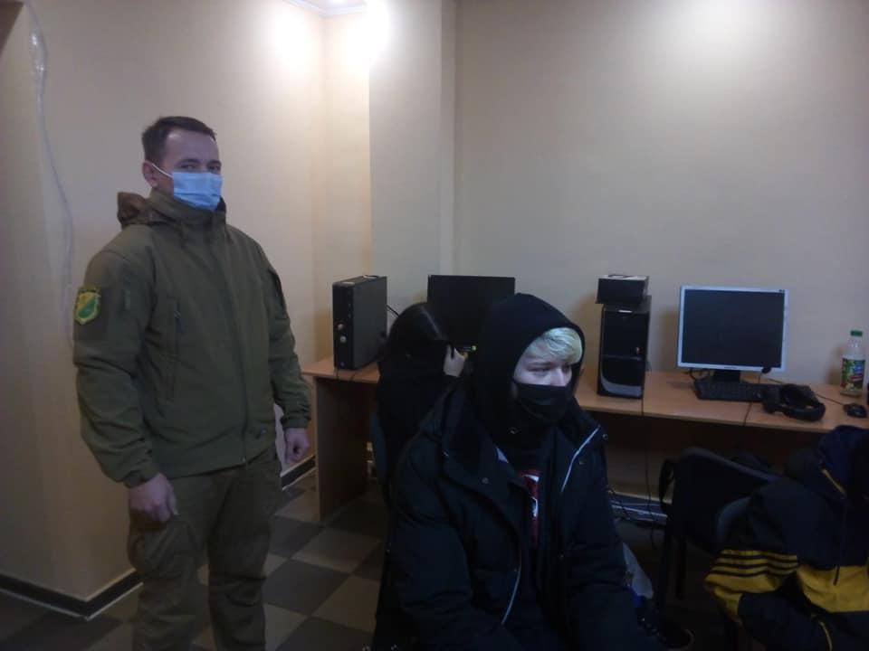 """""""Муніципальна варта"""" Павлограда виявила шахрайський колл-центр"""
