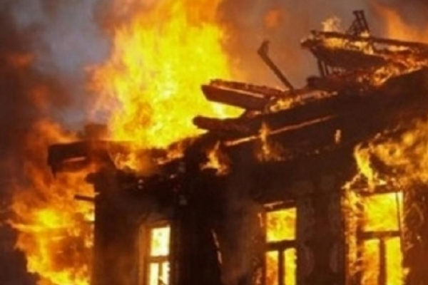 У Верхньодніпровському районі під час ліквідації пожежі вогнеборці врятували жінку