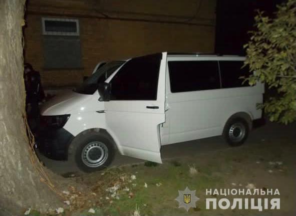 У Кривому Розі поліцейські затримали чоловіка за підозрою у крадіжці з автомобіля