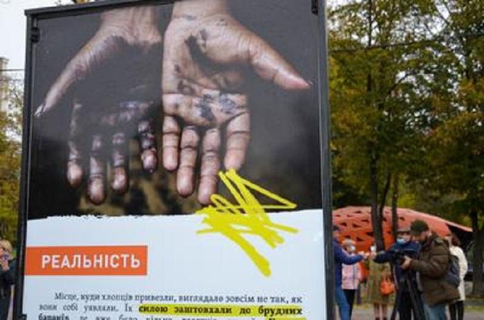 У Дніпрі презентували виставку «Очікування VS Реальність» (фото)