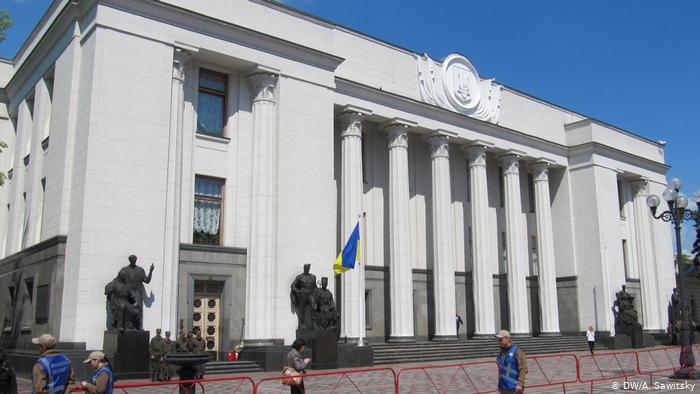 Зеленський пропонує списати податкові борги для деяких громадян: у ВР зареєстрували законопроєкт