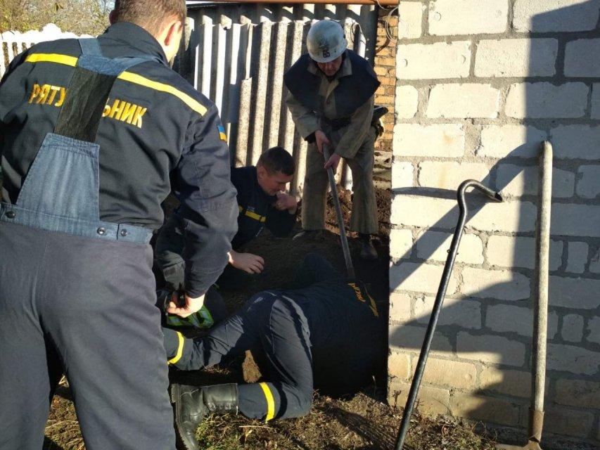Рятували як могли: під Дніпром однорічна дитина впала у вуличний туалет
