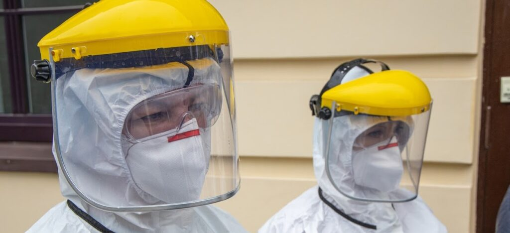 Хворі на COVID-19 працівники госпітальних баз Дніпропетровщини можуть отримати матеріальну допомогу