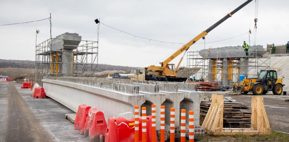 На Дніпропетровщині будують нову трасу на аеропорт